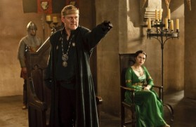 merlin-season3-tears-uther-pendragon-14-550x357